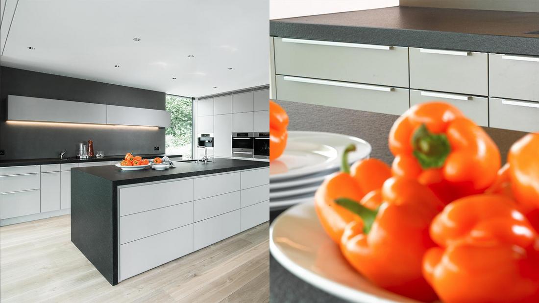 Architektonisches flächenspiel horizontale und vertikale linien verleihen dieser küche charakter lichtgraue kunstharzfronten umrahmt von geflammtem